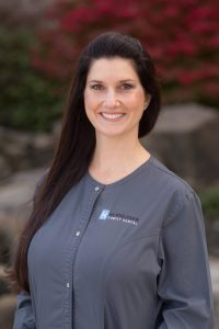 Headshot of Kelli, Registered Dental Hygienist at Henricksen Family Dental